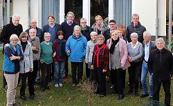 Zu Gast bei der Hiltruper Wohngenossenschaft (hintere Reihe, von links): Bremens ehemaliger Bürgermeister Scherf, Vorstandsmitglied Adam, SPD-Vorsitzender von Olberg und Planer van der Meulen.