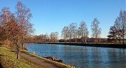 Das klare Frostwetter Anfang Dezember lässt die Farben der Natur leuchten: Kanal in Hiltrup (4.12.2016; Foto: Klare)