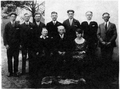 Johann Hüls 1929 mit Frau und Kostgängern