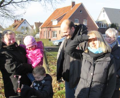 Zufriedene Eltern: Sandra Denningmann (2.v.r.) hatte die Initiative ergriffen