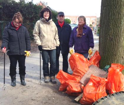 Aktion Sauberes Münster: Die Ausbeute nach zwei Stunden Müllsammeln im Sandfortsbusch